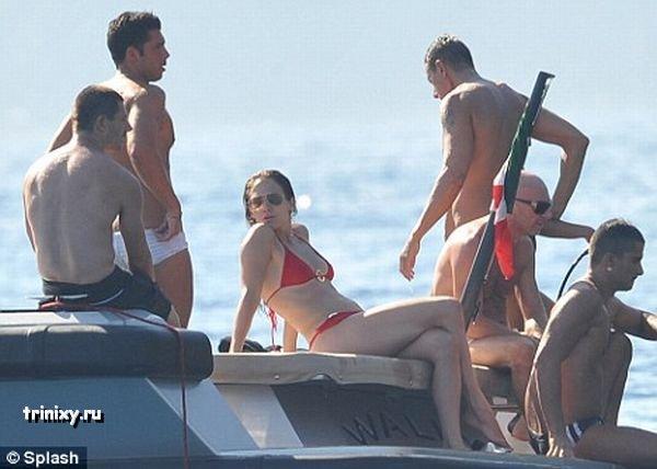 Дженнифер Лопез в бикини (4 фото)