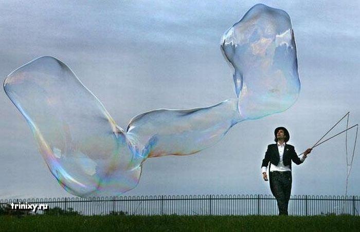 Огромные мыльные пузыри (13 фото)