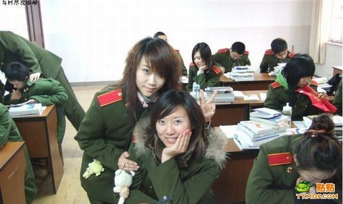 Девушки китайской армии во время службы и после нее (11 фото)