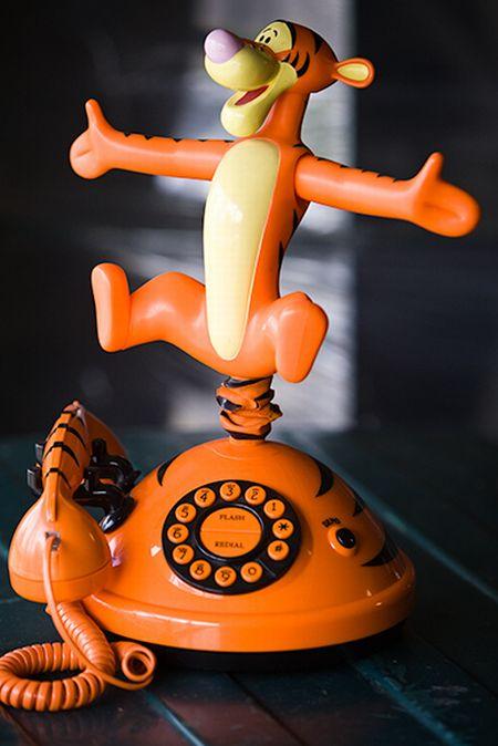 Необычные телефонные аппараты (15 фото)