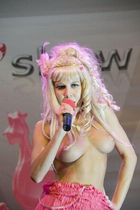 Карина Барби на эротической выставке X'Show (12 фото) НЮ