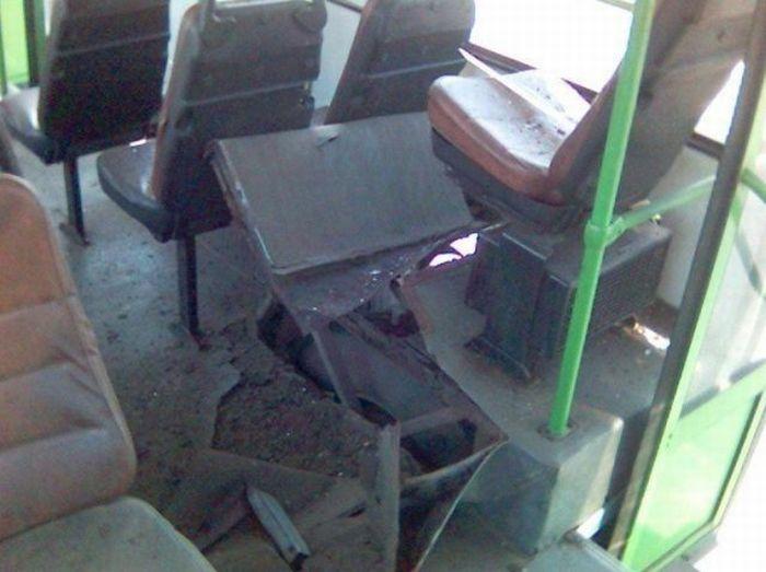 Взрыв автобусного колеса (7 фото)