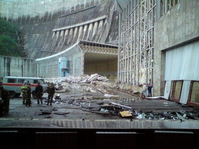 Авария на Саяно-Шушенской ГЭС (22 фото)