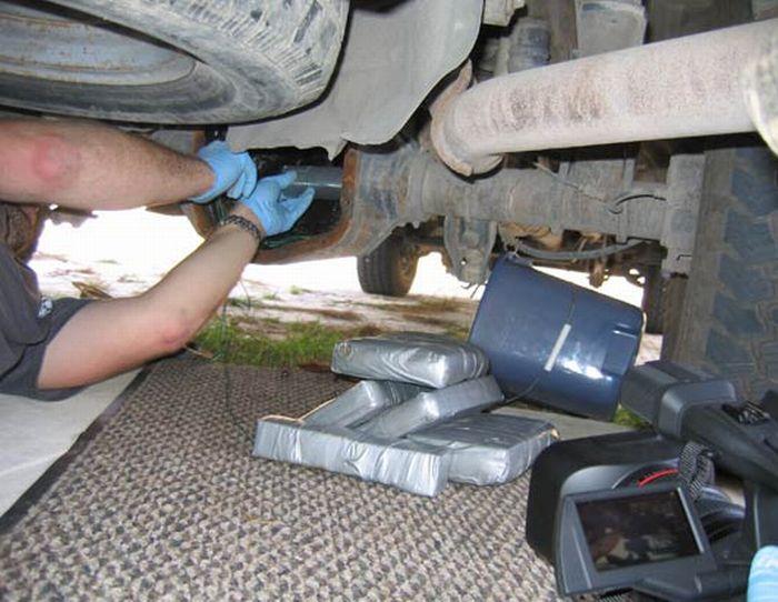 Как прячут кокаин в автомобилях (14 фото)