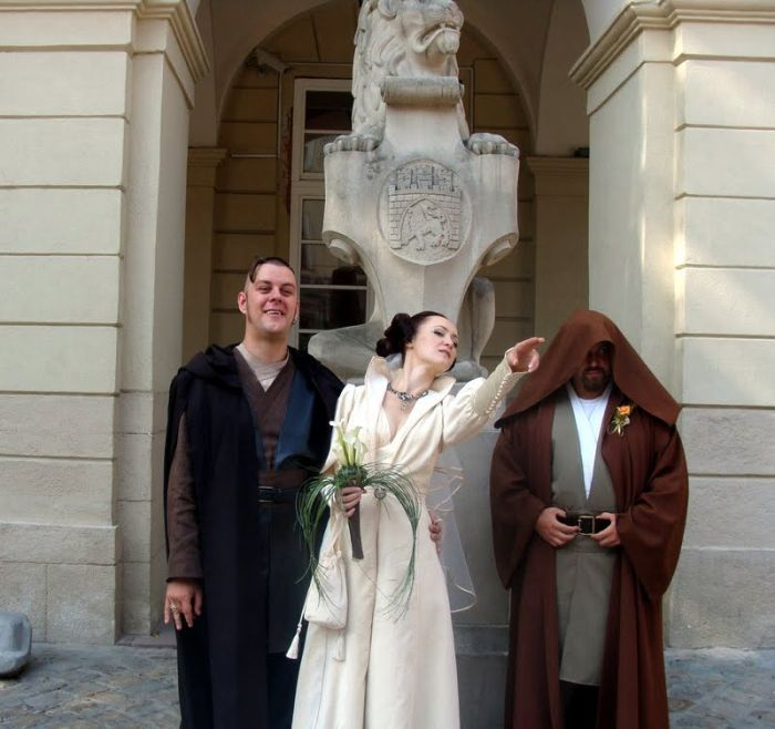 http://trinixy.ru/pics4/20090819/star_wars_wedding_01.jpg