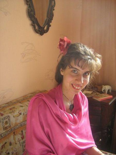 Девушка со смешными зубами