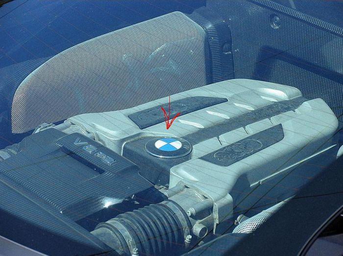 Как из Audi R8 сделать BMW 850i (3 фото)