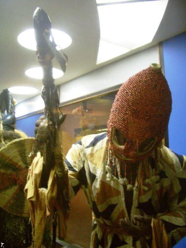 Ритуальные костюмы Западной Африке (24 фото)