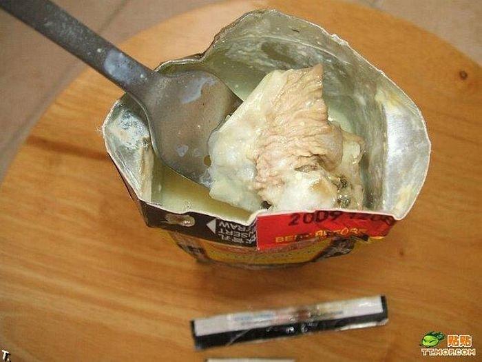 Гадость в китайском соке (6 фото)