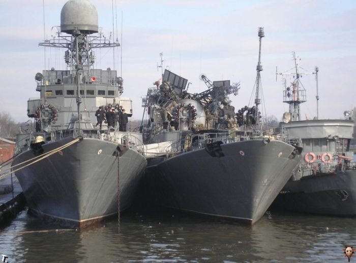 Авария на военном корабле (13 фото)