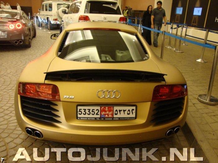 Золотая Audi R8 (4 фото)