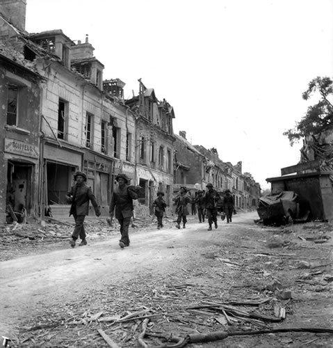 Нормандия тогда и сейчас (204 фото)