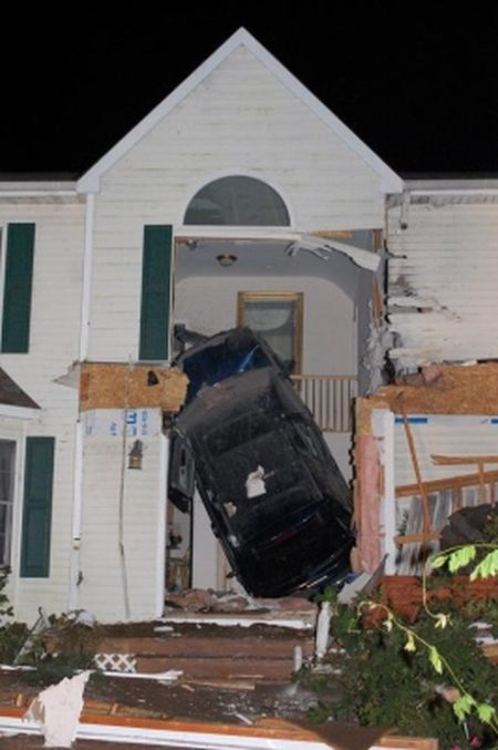 Летающая машина уничтожила дом (11 фото)