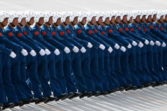 Китайские летчики готовятся к параду (5 фото)