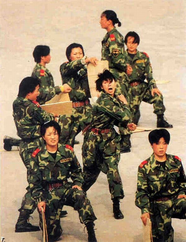 Девушки из китайской армии (20 фото)