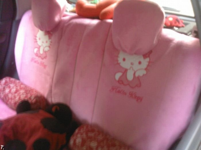 Машина в стиле Hello Kitty (8 фото)
