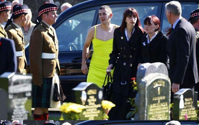 На похороны друга в платье
