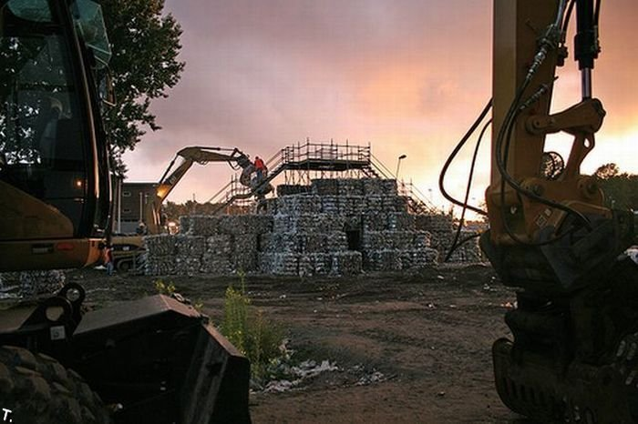 Замок из мусора в Роттердаме (30 фото)
