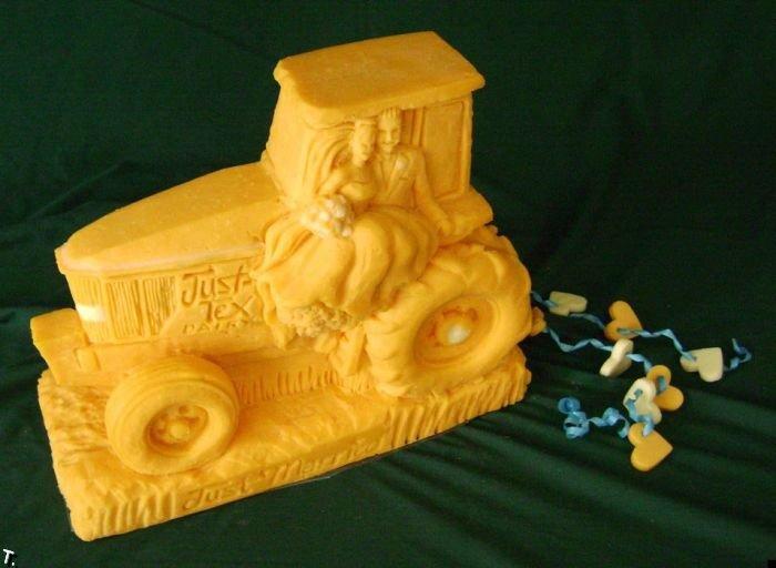 Потрясающие скульптуры из сыра (24 фото)