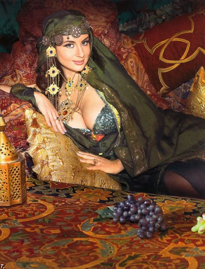 Почти обнаженная Екатерина Стриженова (11 фото)