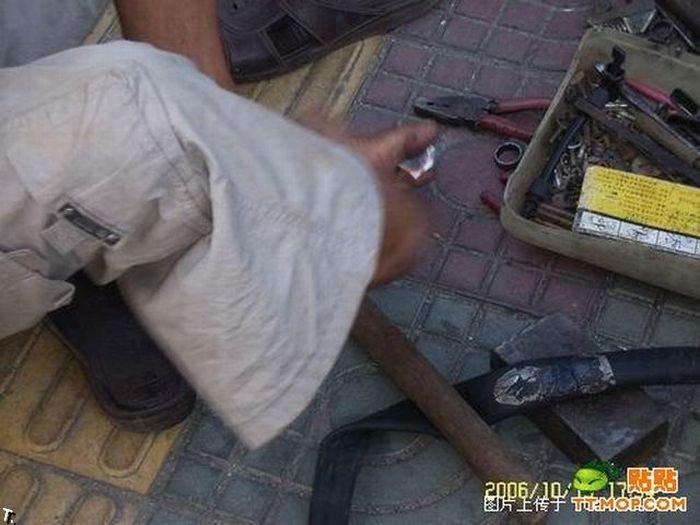 Что может сделать безрукий веломеханик? То, что не могут сделать и люди с руками! Armless_china_09