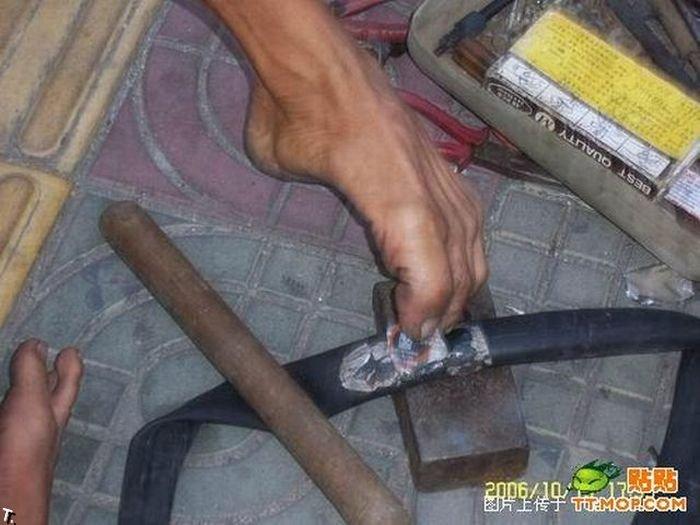 Что может сделать безрукий веломеханик? То, что не могут сделать и люди с руками! Armless_china_10