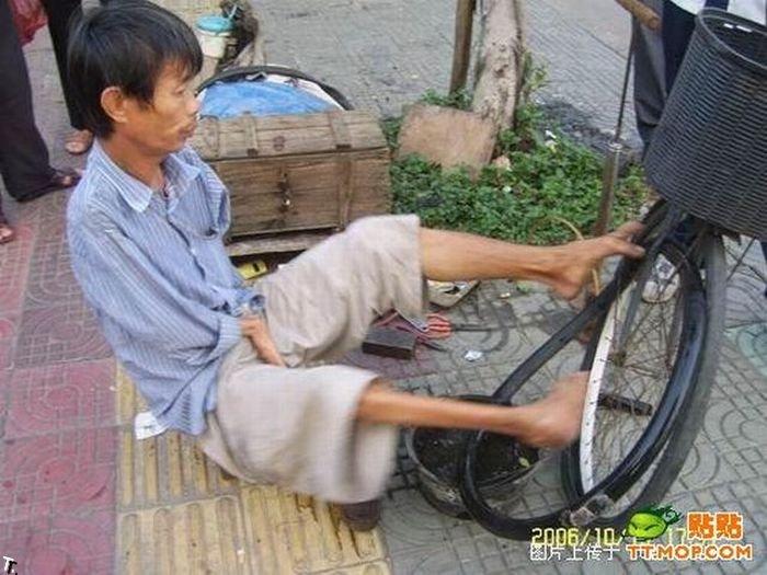 Что может сделать безрукий веломеханик? То, что не могут сделать и люди с руками! Armless_china_16
