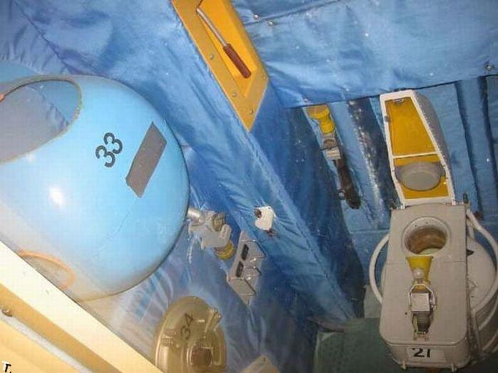 Туалет на МКС (3 фото)