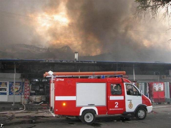 Пожар на Славянском рынке в Днепропетровске (18 фото + видео)