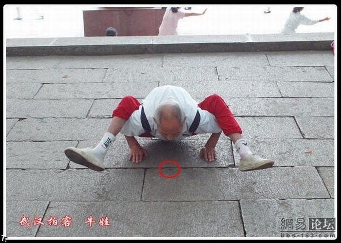 Сильный дедуля (11 фото)