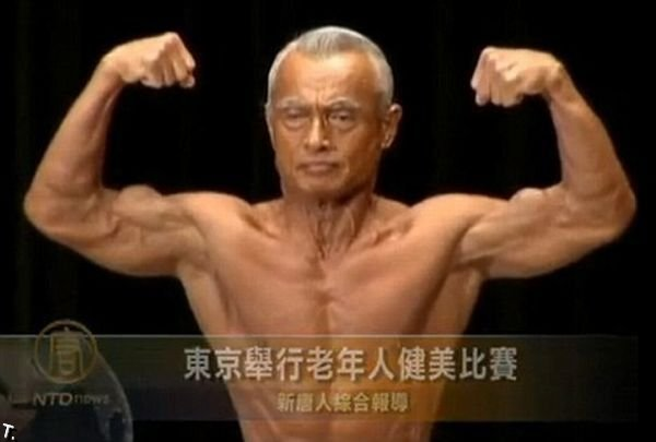 74-летний бодибилдер (4 фото)