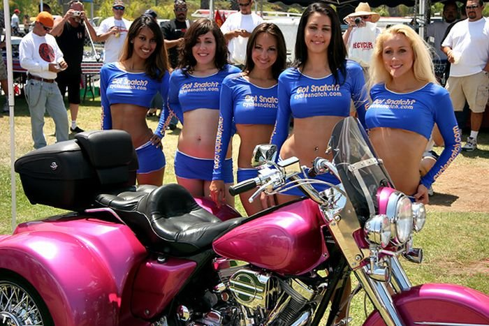 Девушки с мотошоу (61 фото)