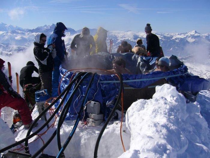 Горячая ванна на вершине горы (23 фото)