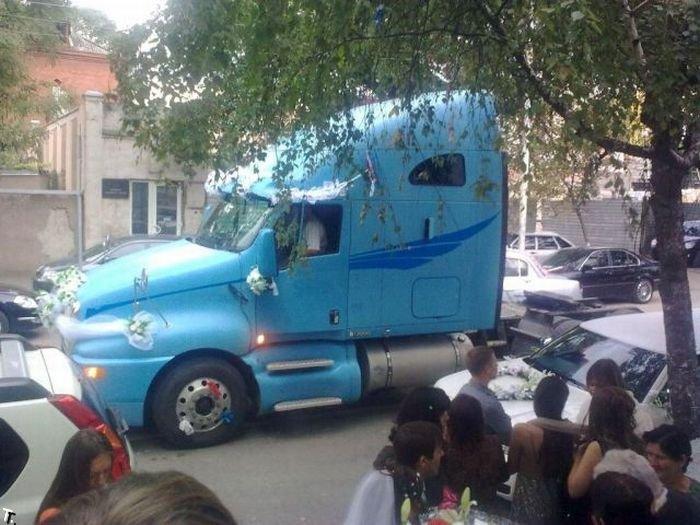 Свадебный грузовик (5 фото)