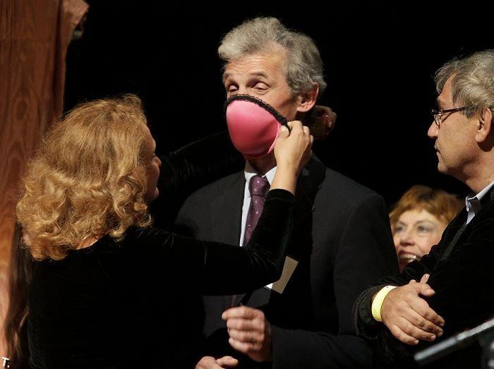 Лифчик-респиратор или Шнобелевская премия 2009 (5 фото)