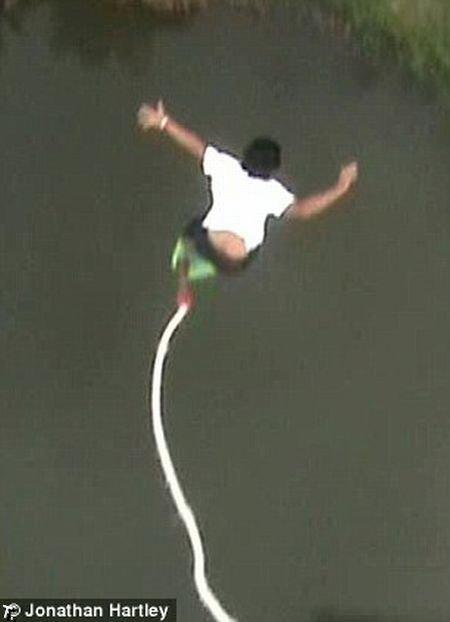 Случай во время банджи-джампинг (5 фото + видео)