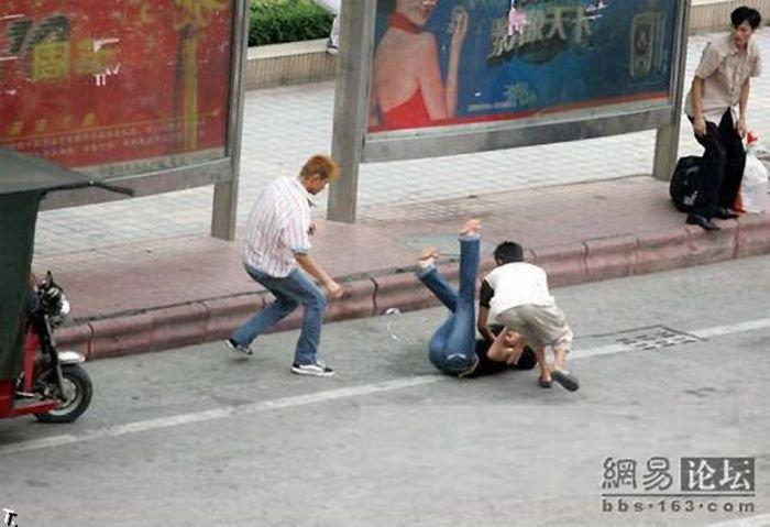Уличное ограбление в Китае (5 фото)