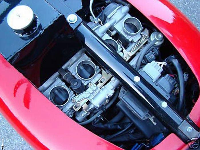 Самодельный мотоцикл Ferrari (14 фото)