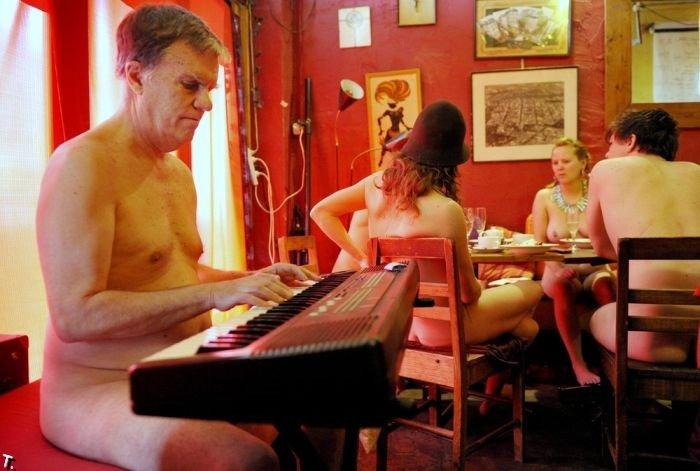 Ресторан нудистов в Австралии (8 фото) НЮ