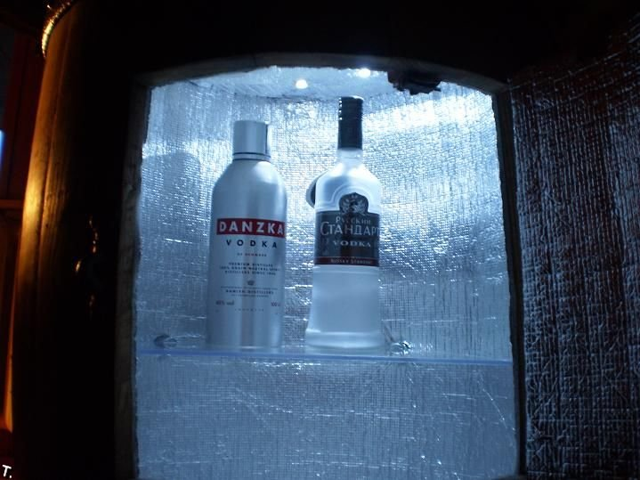 Бар-холодильник в бочке (11 фото)