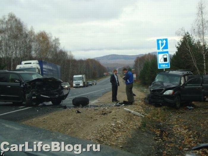 Лобовое столкновение двух автомобилей Lexus (5 фото)