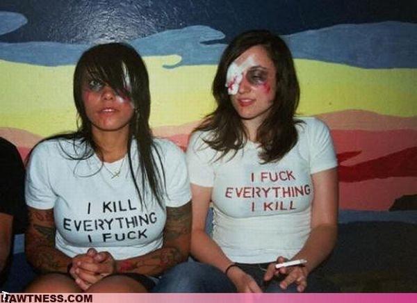 Симпатичные девушки, занимающиеся странными вещами (42 фото)