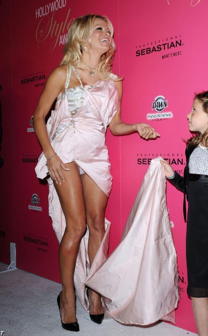 Памела Андерсон и девятилетняя девочка (11 фото)
