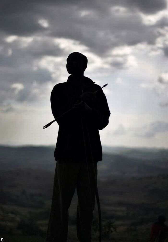 Бой с использованием луков в Кении (18 фото)