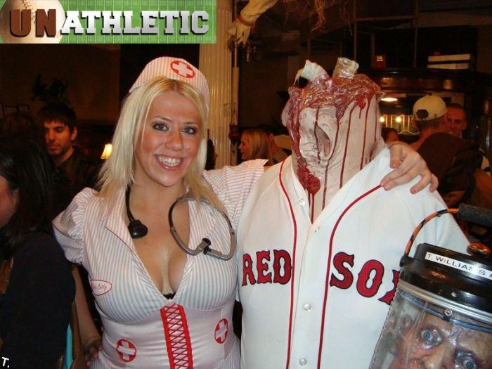 Кровавый костюм на Хэллоуин (4 фото)