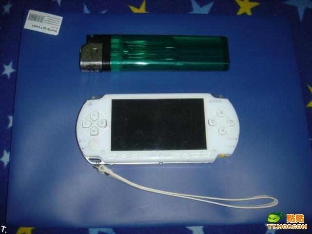 Крошечная PSP. Или нет? (4 фото)