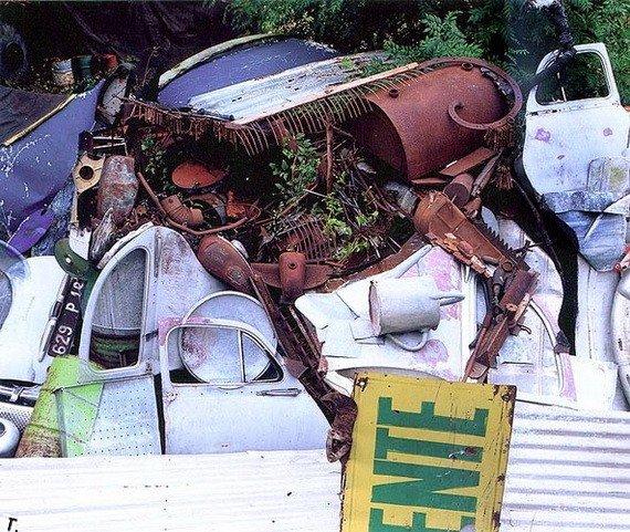 Статуи из мусора (21 фото) в Фотоприколы на Развлекательный блог OTVALI.RU.