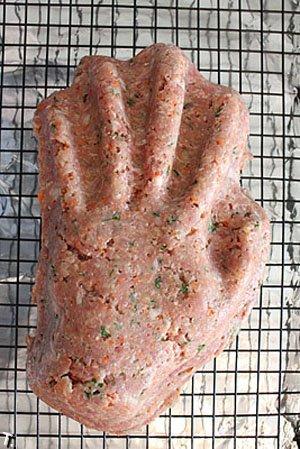 Как сделать руку из мяса на Хэллоуин (30 фото)