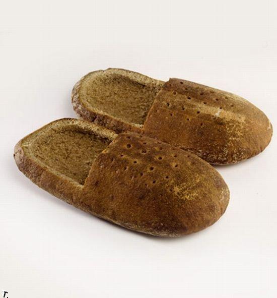 тапочки из хлеба.