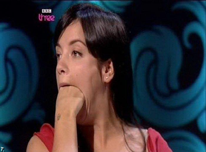 Девушки с кулаками во ртах (21 фото)